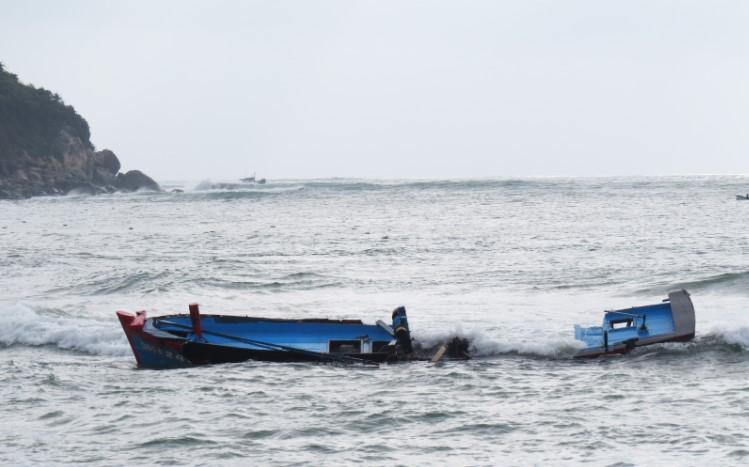 Nằm mơ thấy thuyền bị chìm do giông bão báo hiệu khó khăn sắp tới