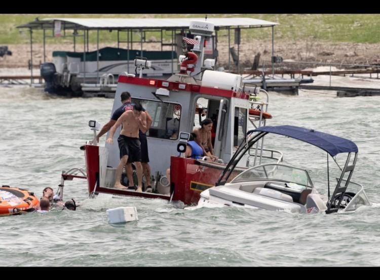 Nằm mơ thấy thuyền chìm xảy ra trong nhiều hoàn cảnh khác nhau